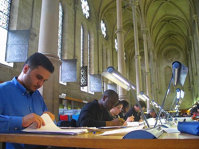 Auditeurs à la bibliothèque du Cnam.