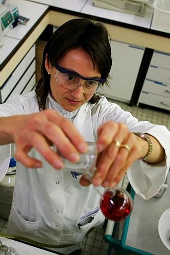 Au labo. de transformations chimiques et  pharmaceutiques